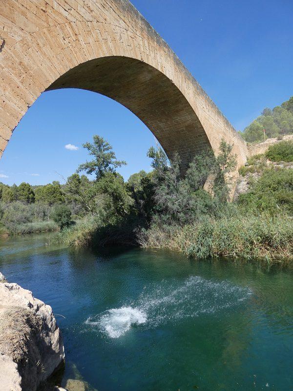 Puente de Vadocañas, en el riu Cabriol, a Venta del Moro