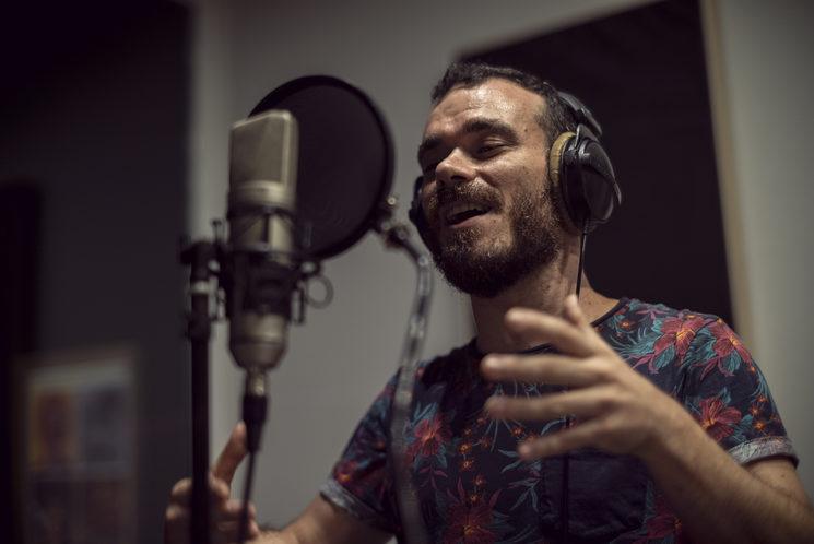 El Pablo durant la gravació a Atomic Studio