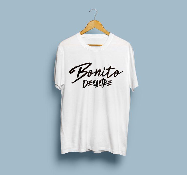 """Camiseta edición """"Bonito Desastre"""" Blanca"""