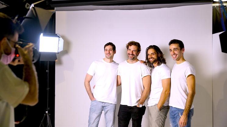 Andrés Acevedo, Pedro Casas, Christian Escuredo y Jorge Vidal en la sesión de Afterglow con el fotógrafo Gonza Gallego