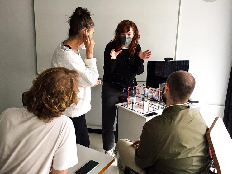 Lola Barroso, Bengoa Vázquez, Isi Ponce y Carlos Martín trabajando en la identidad visual de Afterglow