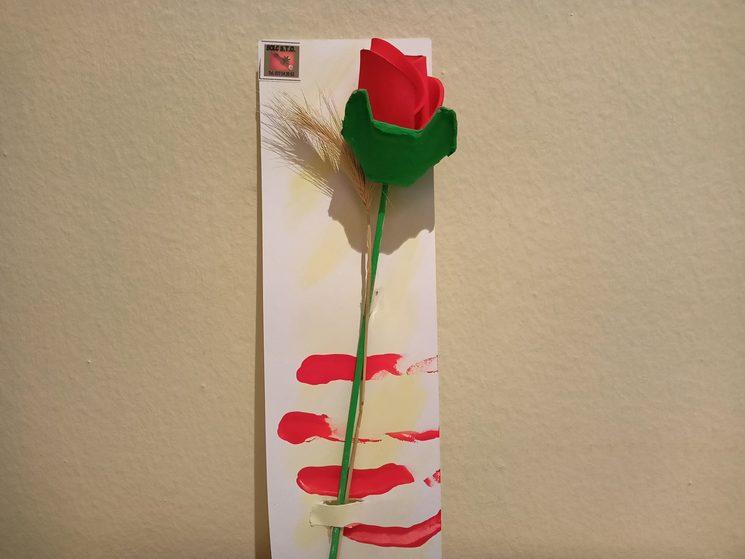 Rosa artesanal de Sant Jordi feta per les usuàries i usuaris del centre