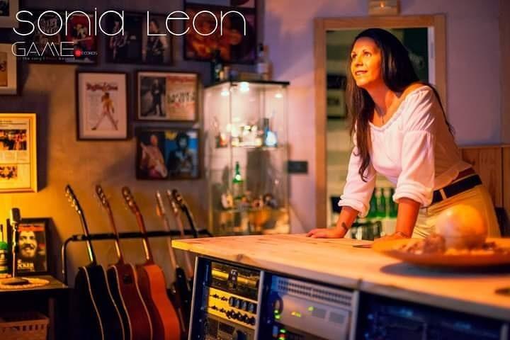 Sonia León en los estudios GAMEmusic