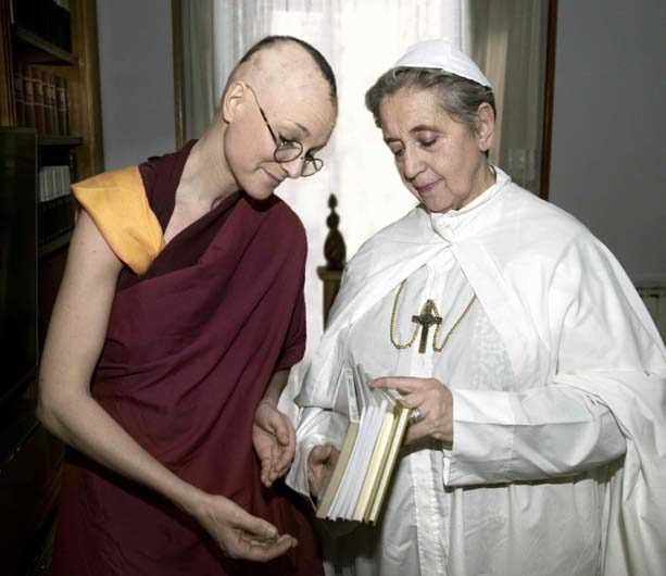 Meeting between the Dalai Lama and the Pope Joanna Paola II in Roma, 1982.