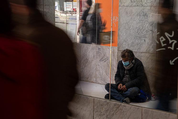 Enrique Chica demanant diners als carrers de Castelló
