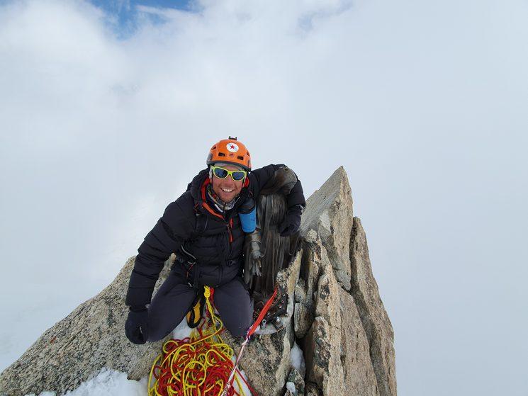 Gonzalo Fernández en la cima de la Deant Du Geant de 4013 metros.