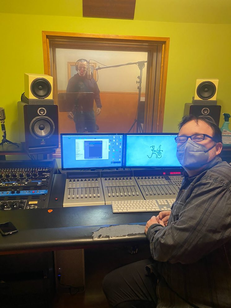 Fidel Cordero y Angel Rielo en el estudio de grabación
