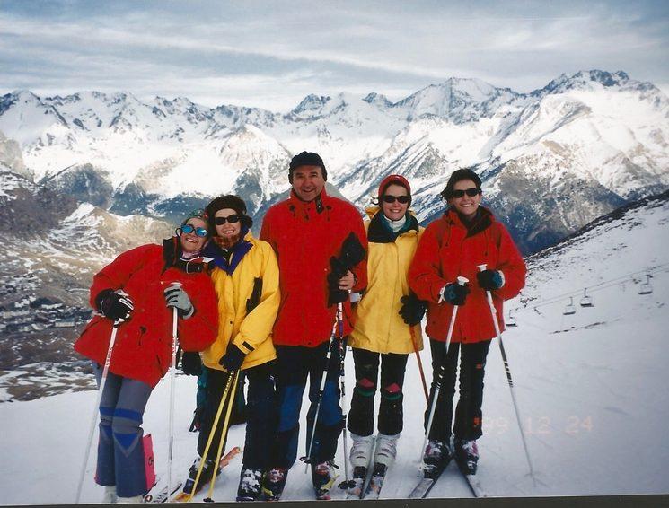 Esquiando con mis cuatro hijas