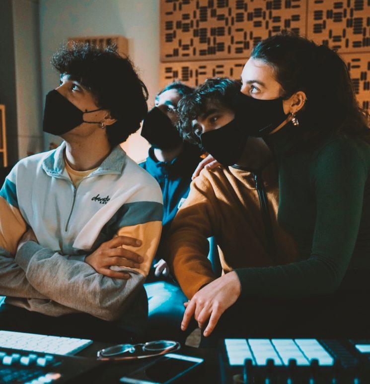 Depenem de tu per seguir fent música junts!
