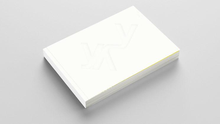 """Portada de """"Cuaderno español"""" basada en un poema visual perteneciente al interior y resuelto mediante huella en seco y relieve"""