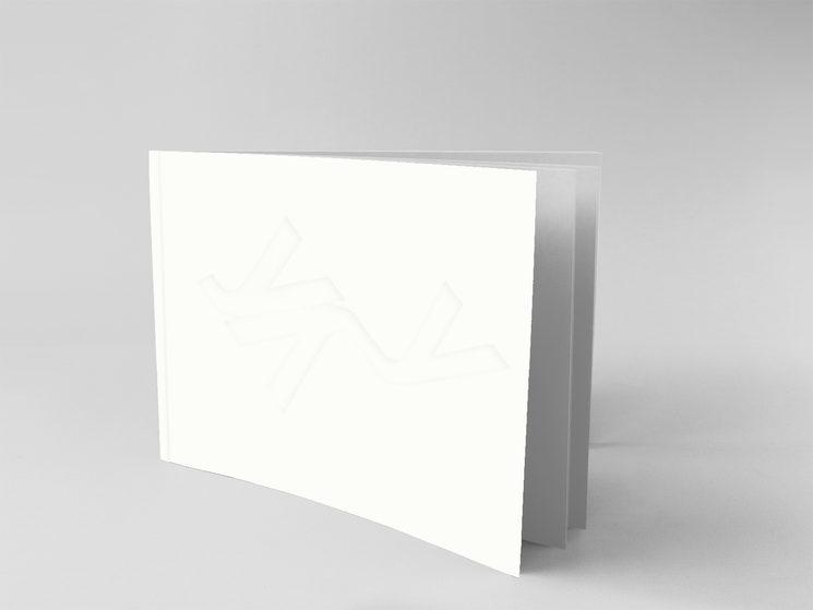 """Libro """"Cuaderno español"""" de José Antonio Cáceres con huella en seco o relieve en portada basada en un poema del interior"""
