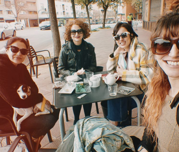 En Sevilla de desayuno antes de la prueba de vestuario