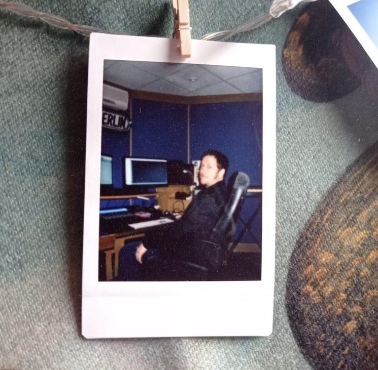 Pablo en su estudio el día de la grabación de las voces para Storm is Comming