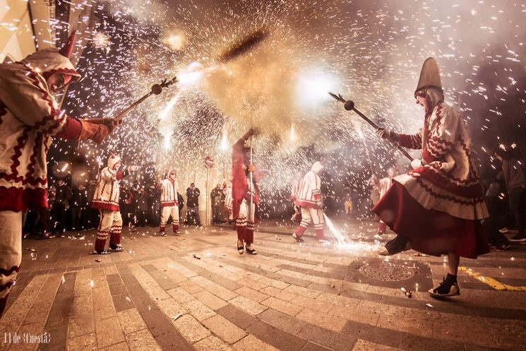Encesa del ceptrot del nostre Llucifer mentre la nostra Diablessa i els diables ballen a prop. Autor foto: il Cuesta