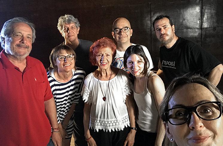 De izquierda a derecha: Enrique Ballesta, Lourdes Crespo, Josevi Bosch, la poeta Juana Castro, Ángel Salguero, Eva Ortega, Nacho Grech y Mar Gómiz.