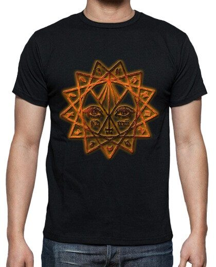 Modelo de camiseta en negro (hombre)