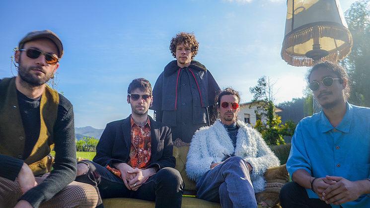 Borja Pico, con la banda de músicos que compone el disco durante los días de grabación en el Pontarrón.