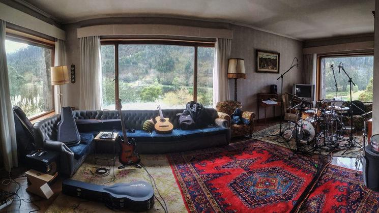 Foto del salón donde montamos el estudio de grabación durante el primer día en el Pontarrón nº8.