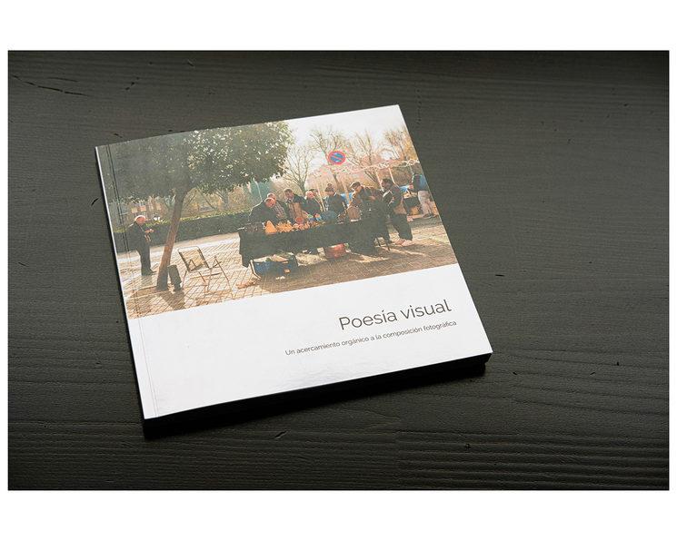 Libro impreso — 18x18 cm. A color.
