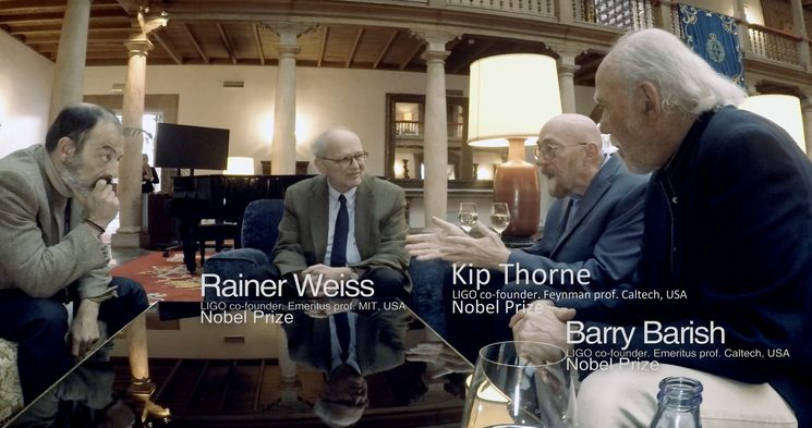 Arturo Quintana and Kip Thorne in the presence of Rainer Weiss and Barry Barish -Nobel Awards 2017- speaking about gravitational waves.