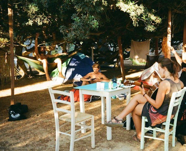 Amigos griegos en Grecia que son fuente de inspiración