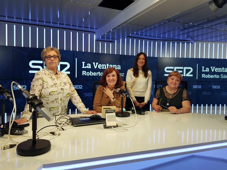 Con Elvira Lindo, Carmen León y Carmen Martín en La Ser.