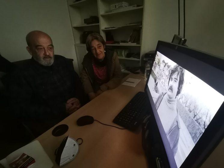 Eneko eta Amaia dokumentala ikusten