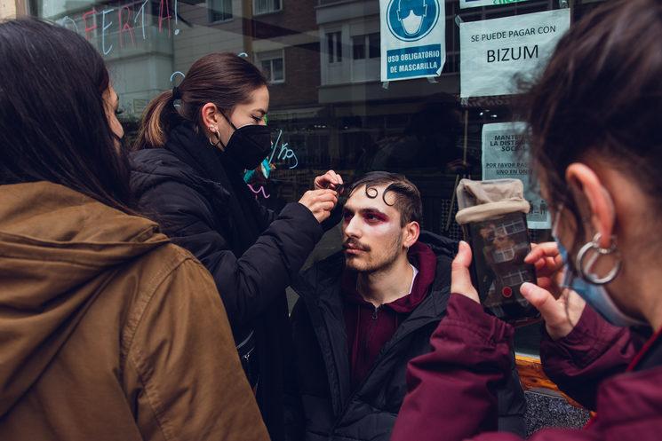 Equipo de vestuario y maquillaje en el rodaje del teaser. Foto por Mario KPA