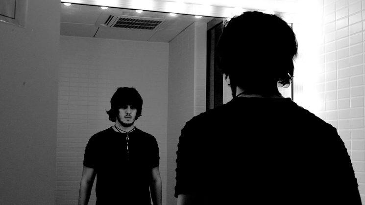 Fotograma de Mark en el videoclip