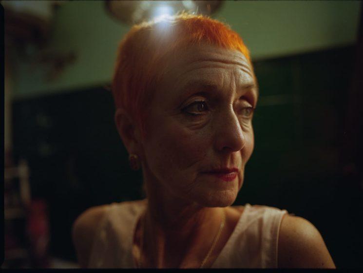 Lola se sitúa entre una fantasía superficial, y una realidad valiosa.