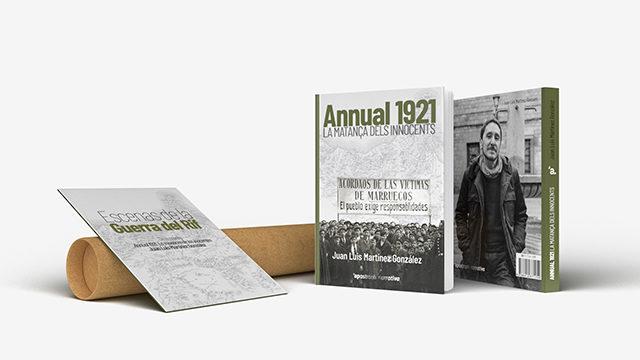 El libro de papel con el desplegable de postales y el póster