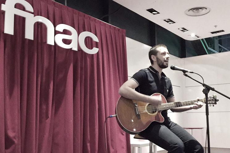 Tocando en directo en FNAC La Gavia